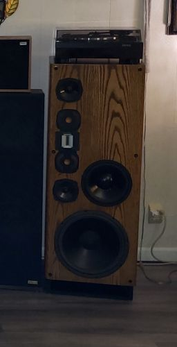 VMPS Supertower/R speakers